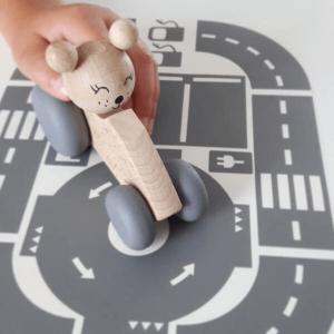 2 Speelgoedwinkel Daantje houten auto met beer naturel voor kind