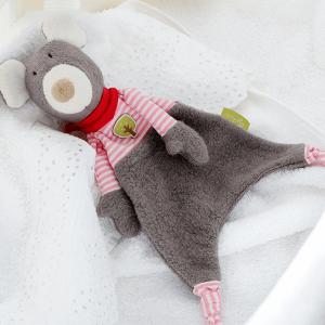 41781 Speelgoedwinkel Daantje Sigikid knuffeldoek muis bruin gestreept op bed