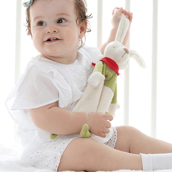 41794 Speelgoedwinkel Daantje baby met knuffeldoek haas