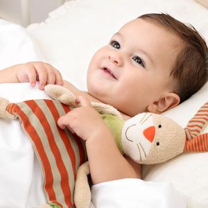 48921 Speelgoedwinkel Daantje baby met knuffeldoek haas oranje