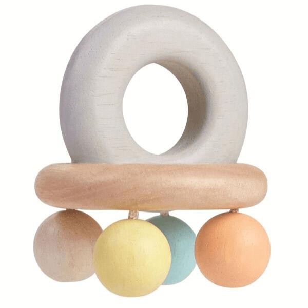 5250 Speelgoedwinkel Daantje Plan Toys babyspeelgoed houten rammelaar zijkant
