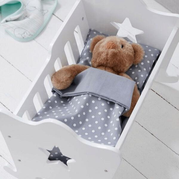 Speelgoedwinkel Daantje Kids Concept houten poppenwiegje wit met dekentje