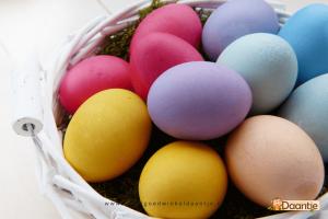 Knutselen voor Pasen eieren verven
