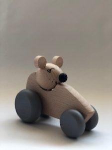 Houten autootje met muis
